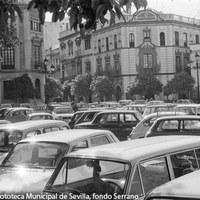 18. Plaza Virgen de los Reyes. 1974 ©ICAS-SAHP, Fototeca Municipal de Sevilla, fondo Serrano