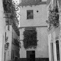 27. Calle Lope de Rueda en la confluencia con la calle Reinoso. 1955 ca. ©ICAS-SAHP, Fototeca Municipal de Sevilla, fondo Serrano