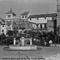 29. Plaza de Alfaro. Tras la demolición parcial de la muralla, entre 1911 y 1915, quedó abierta a los Jardines de Murillo. 1926 ca. ©ICAS-SAHP, Fototeca Municipal de Sevilla, fondo Serrano