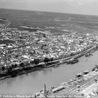 01. Vista general de Triana. 1932.  ©ICAS-SAHP, Fototeca Municipal de Sevilla, fondo Sánchez del Pando
