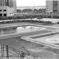 21. Instalaciones deportivas Mar del Plata, 18 de julio de 1972. Estas instalaciones en la calle del mismo nombre contaban con piscinas climatizadas y una pista polideportiva para la práctica de varios deportes de pelota.   ©ICAS-SAHP. Fototeca Municipal de Sevilla, fondo Serafín