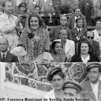 """La actriz y cantante Estrellita Castro en la Real Maestranza durante el rodaje de la película  """"Carmen la de Triana"""". 1938 ©ICAS-SAHP, Fototeca Municipal de Sevilla, fondo Serrano"""