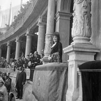 La reina Victoria Eugenia en el palco de la plaza de toros Monumental de San Bernardo. 1920 ©ICAS-SAHP, Fototeca Municipal de Sevilla, fondo Sánchez del Pando