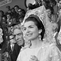 Jacqueline Kennedy, viuda del presidente de EEUU, en el palco de la Real Maestranza. 1966 ©ICAS-SAHP, Fototeca Municipal de Sevilla, fondo Cubiles