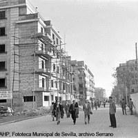 Calle Asunción. Construcción de viviendas y del cine Los Remedios. Ca. 1960 ©ICAS-SAHP, Fototeca Municipal de Sevilla, archivo Serrano