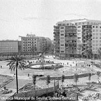 Plaza de Cuba. Calle Asunción, cine Los Remedios y solar destinado para un hotel junto al ex convento de Los Remedios. Ca. 1960  ©ICAS-SAHP, Fototeca Municipal de Sevilla, archivo Serrano