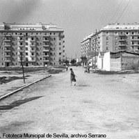 Zona de la actual Glorieta de las Cigarreras y calle Virgen de Luján. A la derecha, el barrio Laffitte. 1966 ©ICAS-SAHP, Fototeca Municipal de Sevilla, archivo Serrano