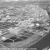 Vista aérea del barrio de Los Remedios. Ca. 1955 ©ICAS-SAHP, Fototeca Municipal de Sevilla, archivo Serrano