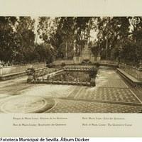 Parque de María Luisa. Glorieta dedicada a los hermanos Serafín y Joaquín Álvarez Quintero, inaugurada en 1927. 1929 © ICAS-SAHP, Fototeca Municipal de Sevilla. Álbum Dücker