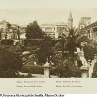 Vista de los jardines del Real Alcázar. A la derecha, la Galería del Grutesco. 1929 ©ICAS-SAHP, Fototeca Municipal de Sevilla. Álbum Dücker