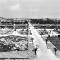 Ordenación de la Plaza de Cuba en el barrio de Los Remedios. 1953 ©ICAS-SAHP, Fototeca Municipal de Sevilla, fondo Serrano