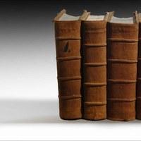 3.La colección de los seis volúmenes, en posición vertical.