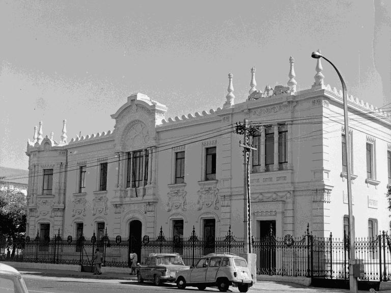 fachada restaurada laboratorio municipal