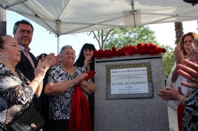 Foto alcalde homenaje Canal de los Presos 1[1].jpg